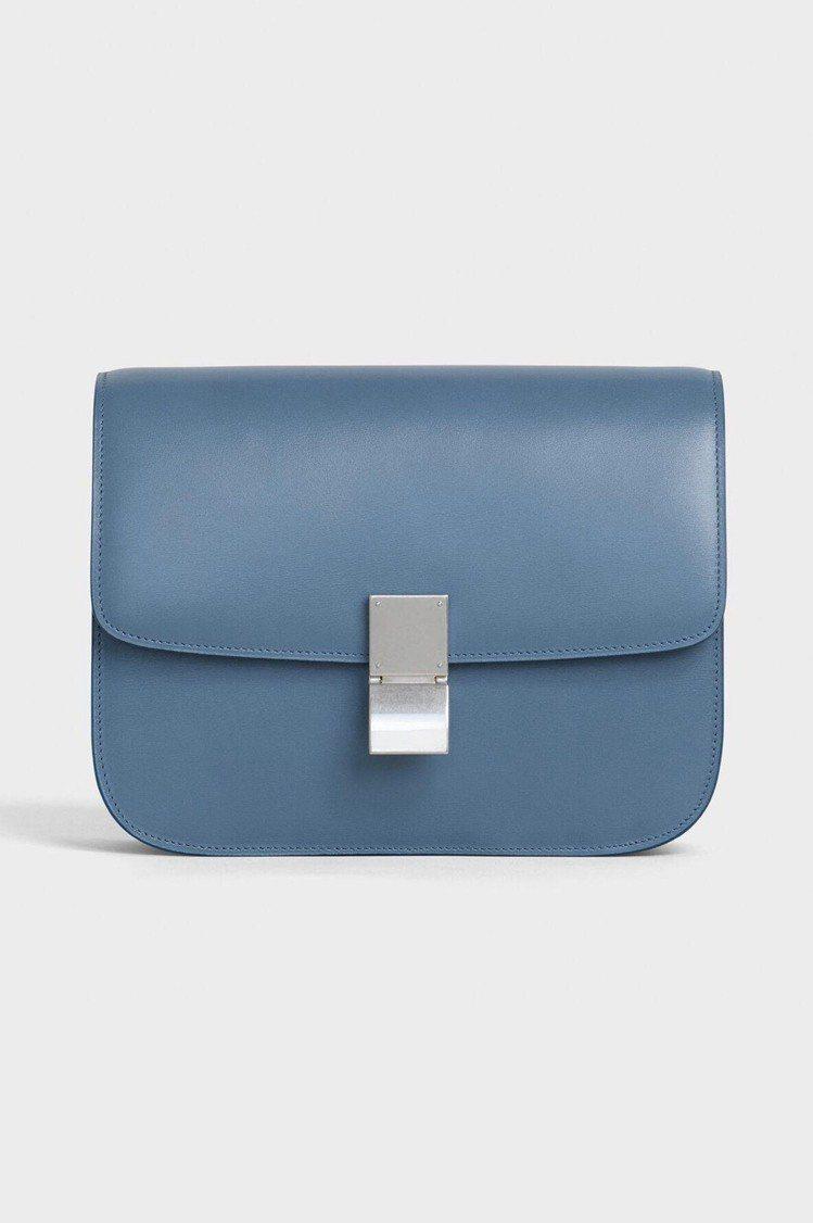 CELINE Teen Classic藍色小牛皮肩背包,12萬元。圖/CELIN...