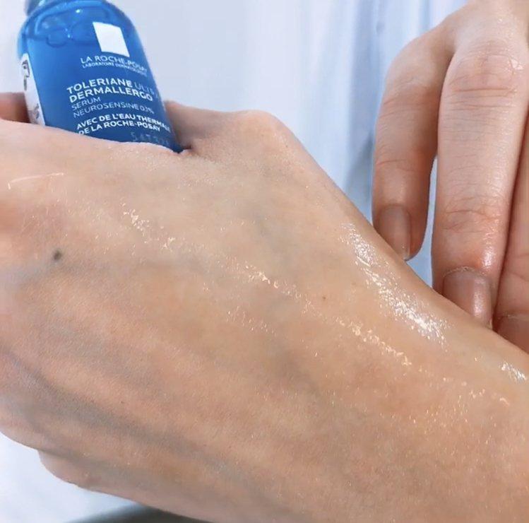 「安心小藍」瓶富含高濃度胜肽精華、玻尿酸,長效保水一整天。記者劉小川/攝影