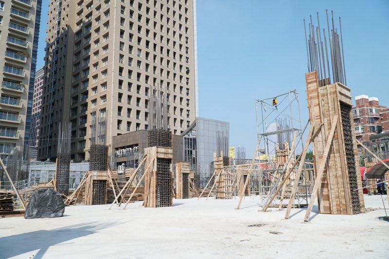 竹北自強七街停車場用地BOT案今年4月開工,地下室結構已完成,預定2022年6月營運。記者陳斯穎/攝影