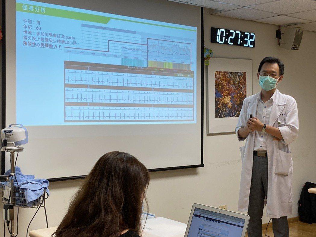 新光醫院心臟內科主治醫師趙書平表示,心律不整是許多心血管疾病的前兆,且有些情況並...