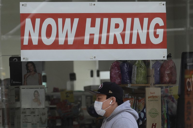 美國8月民間就業人數增加逾40萬人,遠不如市場預期的百萬人。(美聯社)