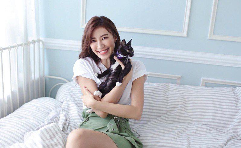 名模紀艾希本身也飼養2隻貓咪,是不折不扣的貓奴,活動當日,她也會以自身經驗,與大家分享飼養貓咪的經驗。圖/翻攝自紀艾希粉絲團