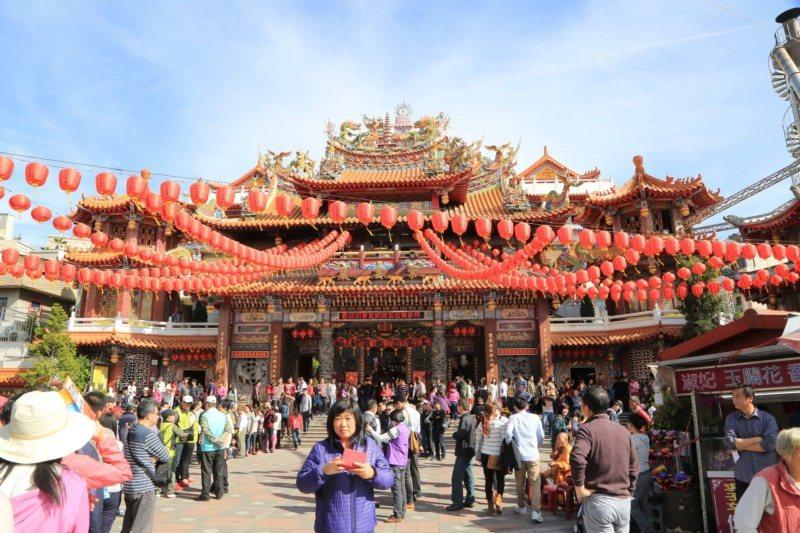 清水紫雲巖是台中最大的觀音廟,香客絡繹不絕。 圖/台中市政府提供