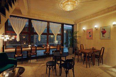 高雄第一座百貨商場裡的咖啡館旅宿,「銀座聚場」串聚老空間的溫暖微光