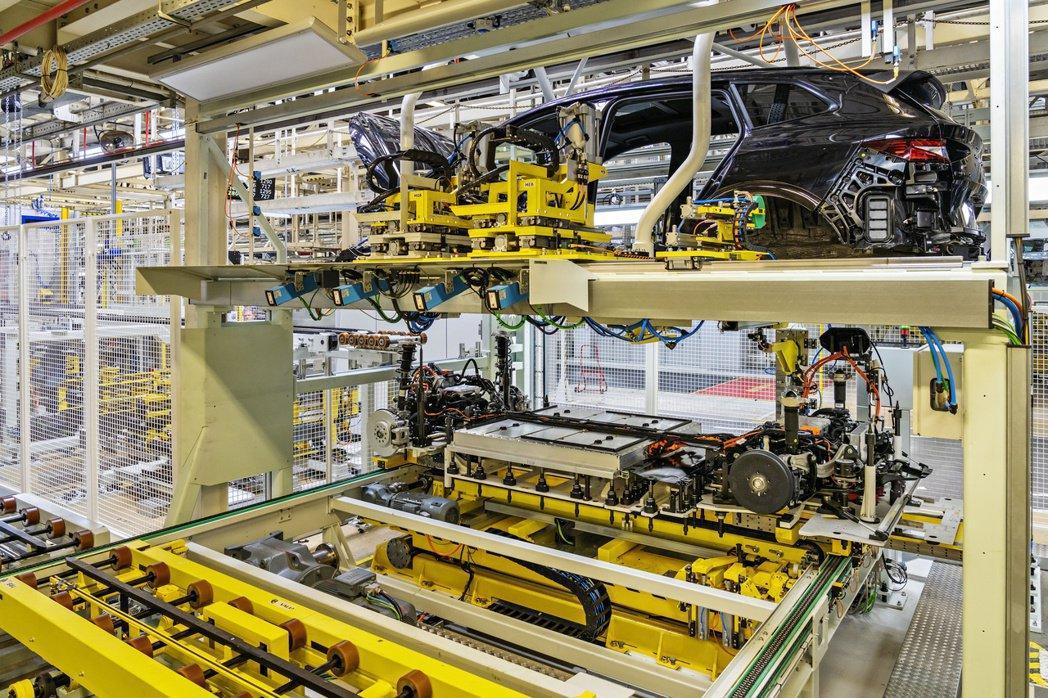 ŠKODA Enyaq iV是VAG集團第一款在德國以外生產的MEB電動模組化純...