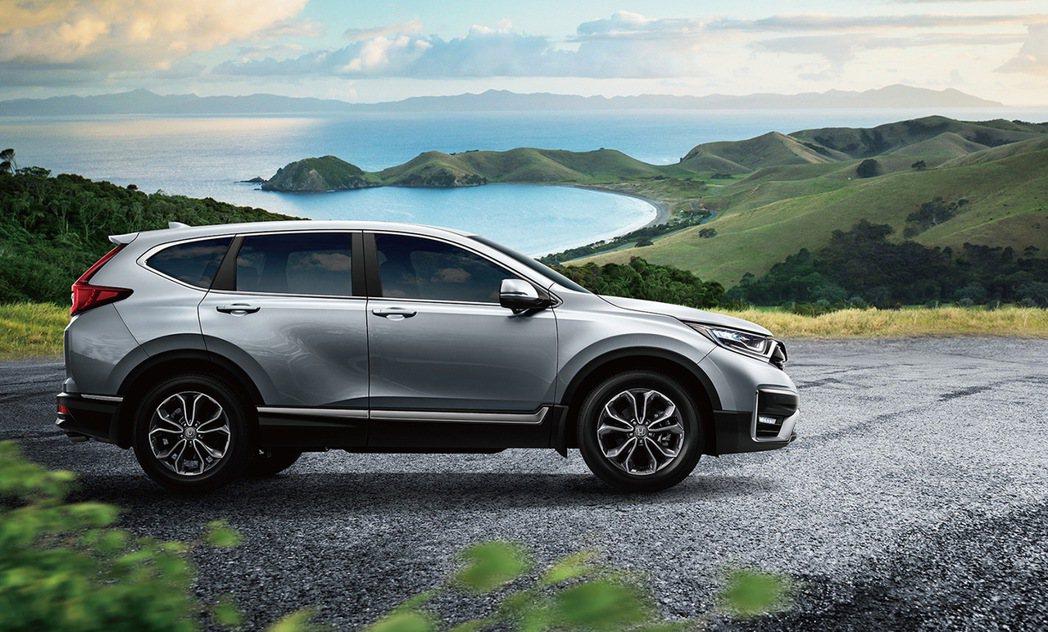 車側鍍鉻飾條及18吋鋁合金輪圈,營造霸氣動感樣貌。 圖/Honda Taiwan...