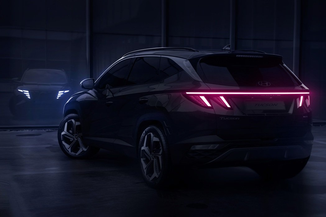 全新第四代Hyundai Tucson車尾也採用與概念車相同的設計手法。 摘自H...