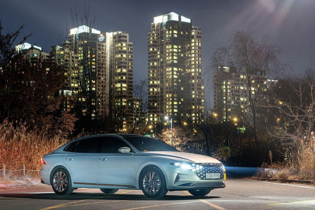 第六代小改款Hyundai Grandeur是品牌第一款使用Parametric...