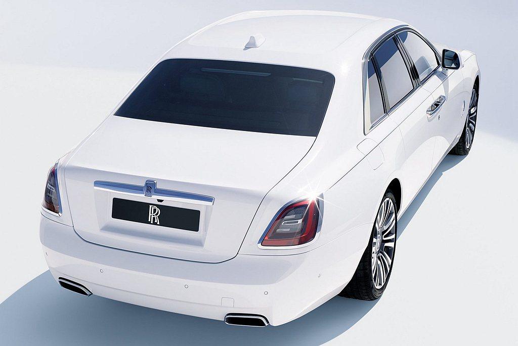全新勞斯萊斯Ghost的誕生不只是代表勞斯萊斯又改款了一台車,而是在這10年的歷...