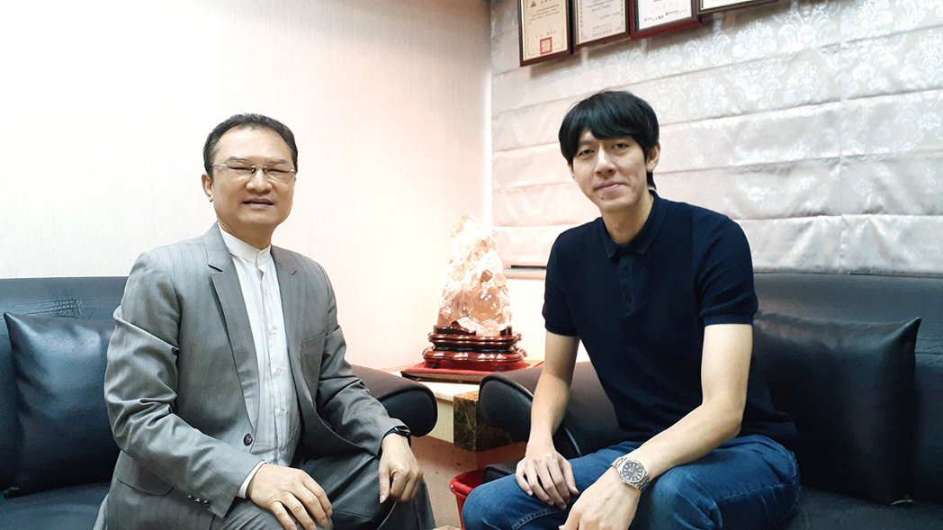 理財周刊發行人洪寶山(左)、陳喬泓(右)
