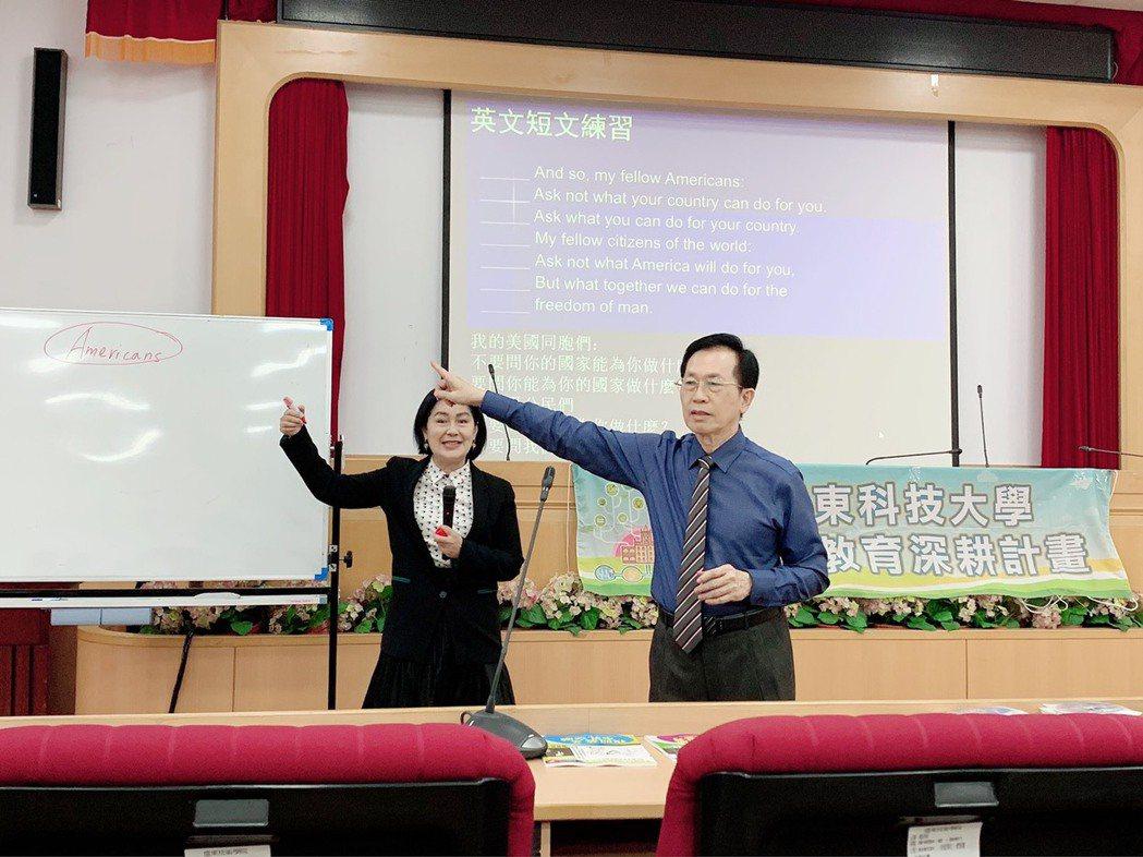 為了激發同學圖像想像力,老師賣力演出唱作俱佳。(左起)關爾佳老師、林乾義老師...