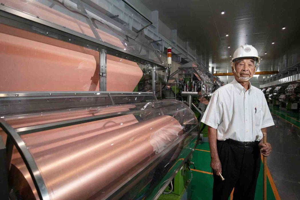 林書鴻打造國產銅箔機器,全球只有日本電解公司與台灣長春能生產符合特斯拉要求的鋰電...