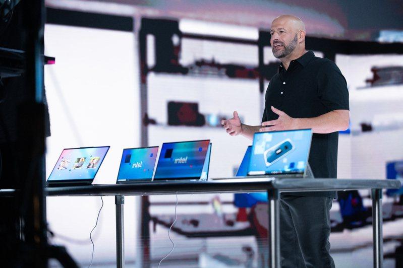 英特爾執行副總裁暨客戶運算事業群總經理 Gregory Bryant 介紹英特爾第11代NB處理器Tiger Lake。照片/英特爾提供