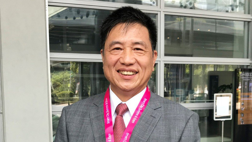 友達董事長彭双浪2日以台北市電腦公會理事長身分,出席「2020 智慧城市線上展開...