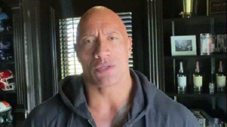 巨石強森拍短片宣布一家人確診新冠肺炎。 圖/摘自Instagram