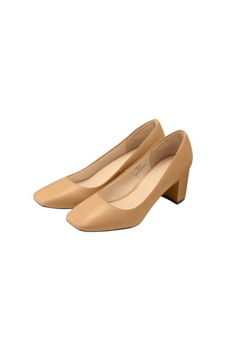 GU女裝舒適方頭包鞋890元。圖/GU提供