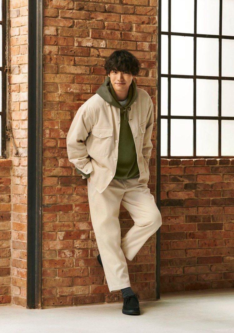 日本男星福士蒼汰成為GU的最新代言人,形象廣告曝光引起粉絲熱烈討論。圖/摘自GU...
