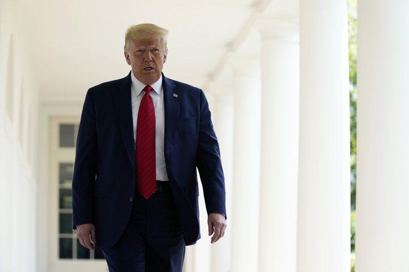 川普推文大肆宣傳道瓊收在29,000點以上,表示「有我當總統你們很幸運」。美聯社