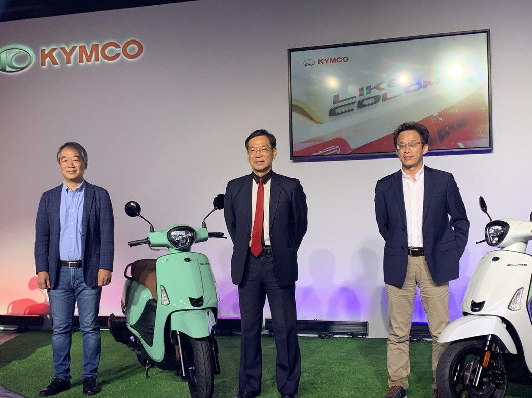 無懼疫情,台灣機車龍頭光陽推出今年首款新車「LIKE COLOMBO」。圖中為光...