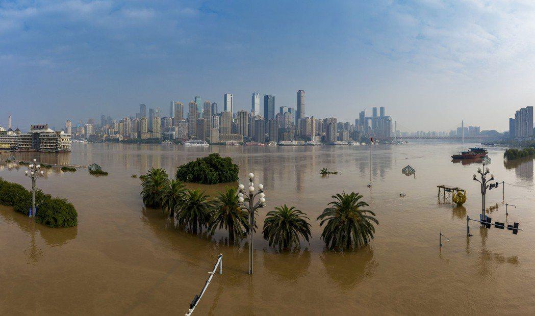 圖為重慶8月20日洪水來襲時景象。新華社