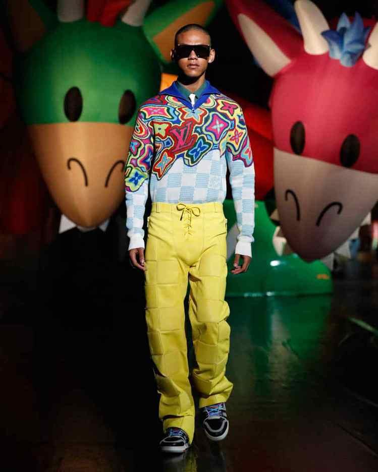 萬花筒LV字樣針織衫,是東京場次發表的新作。