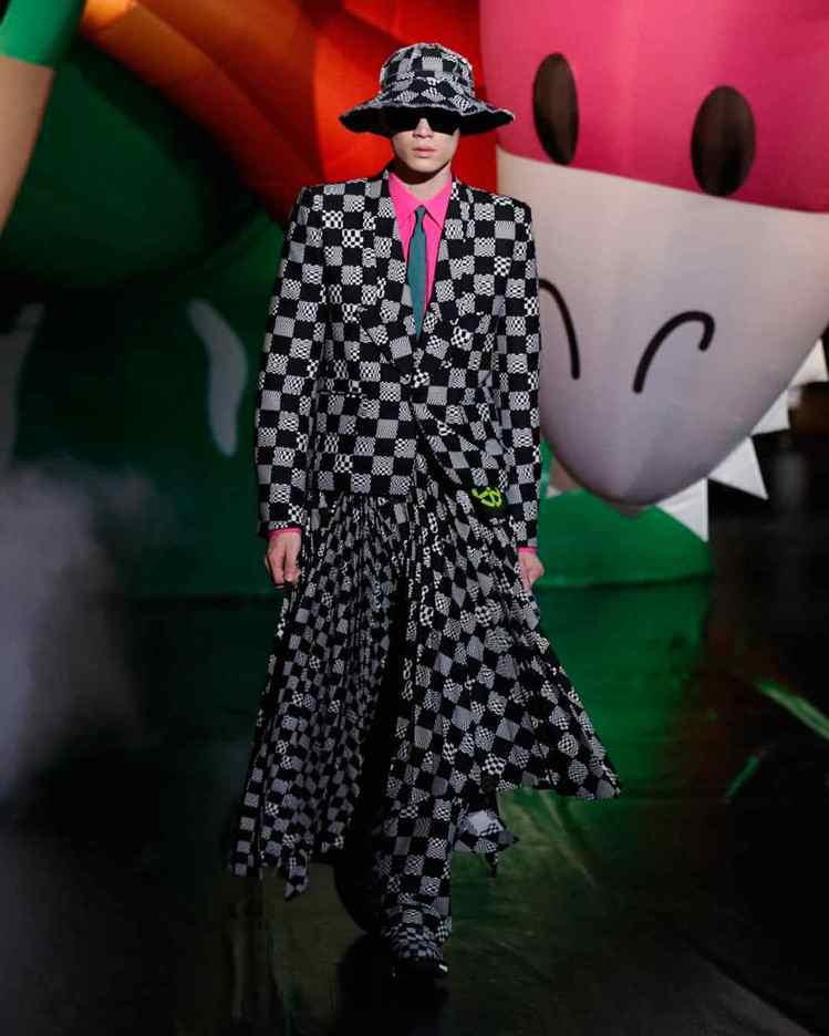 前季曾令人驚豔的百褶裙剪裁,出現在東京2021春夏秀上。圖/LV提供