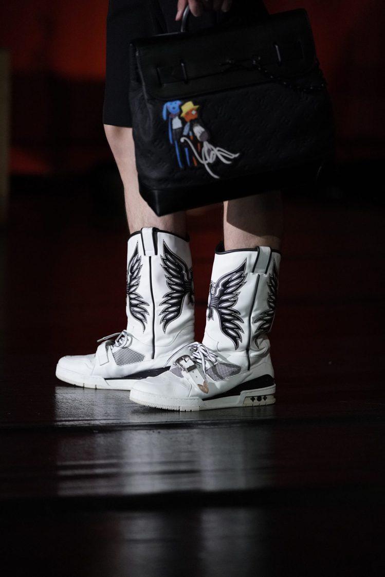 結合皮革靴款輪廓、運動鞋打造的鞋履,相當有趣。圖/LV提供
