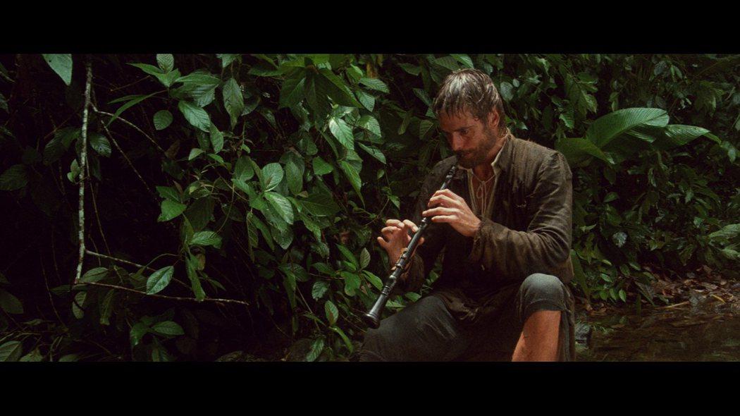 配樂大師顏尼歐莫利克奈為《教會》中的加百列修士打造雙簧管主旋律音樂超動人。甲上提供