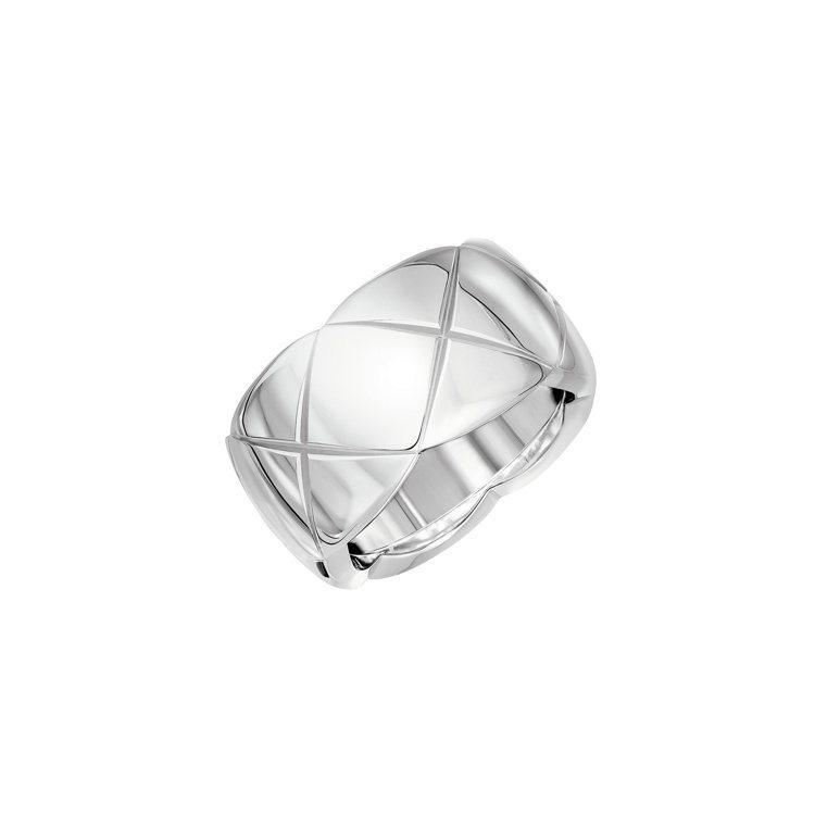 Coco Crush 18K白金戒指大型款,10萬8000元。圖/香奈兒提供
