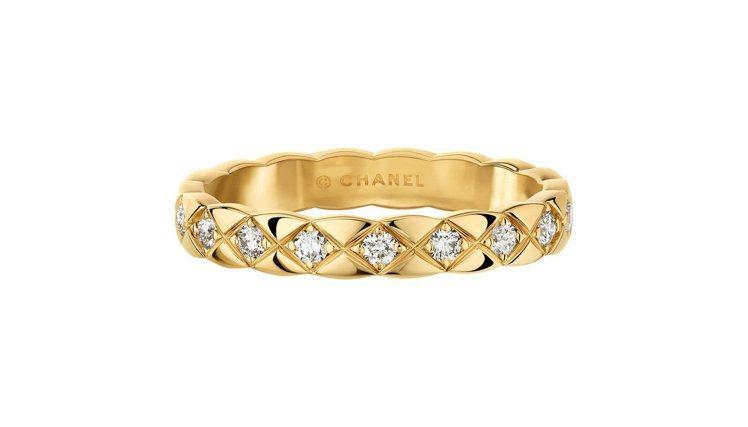 COCO CRUSH 18K黃金鑲鑽窄版戒指,10,3000元。圖/香奈兒提供