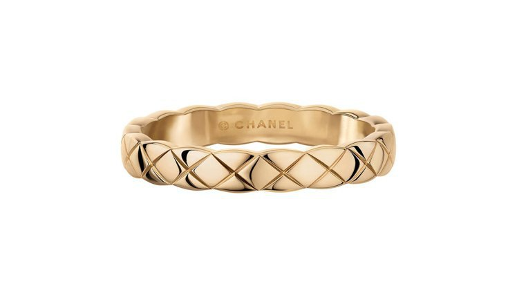 COCO CRUSH 18K Beige米色金窄版戒指,42,000元。圖/香奈...