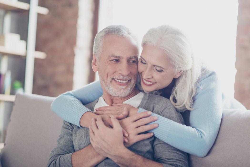 過了65歲以後,建議每個月性行為頂多三至五次。圖/123RF