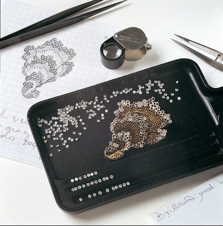 來自義大利的Buccellati,從線條、寶石鑲嵌、金工技藝,展現屬於義大利式的...