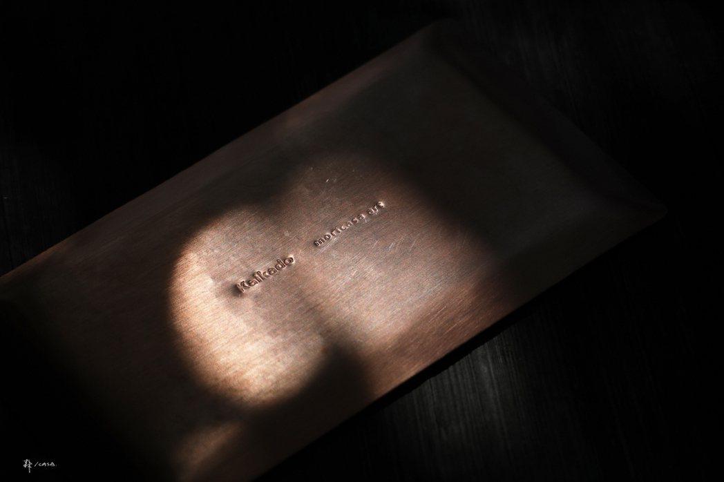 開化堂紅銅手工茶盤。 圖/森/CASA提供