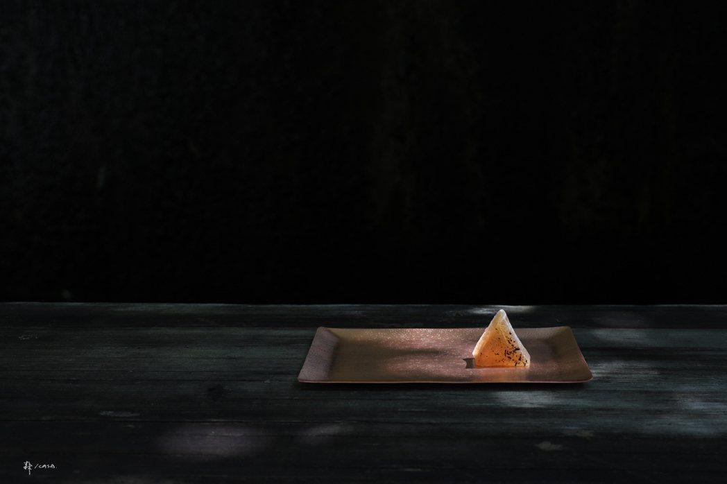沼澤marsh亨利以moricasa art經典的梨山紅茶入點,製成幾何琥珀糖,...