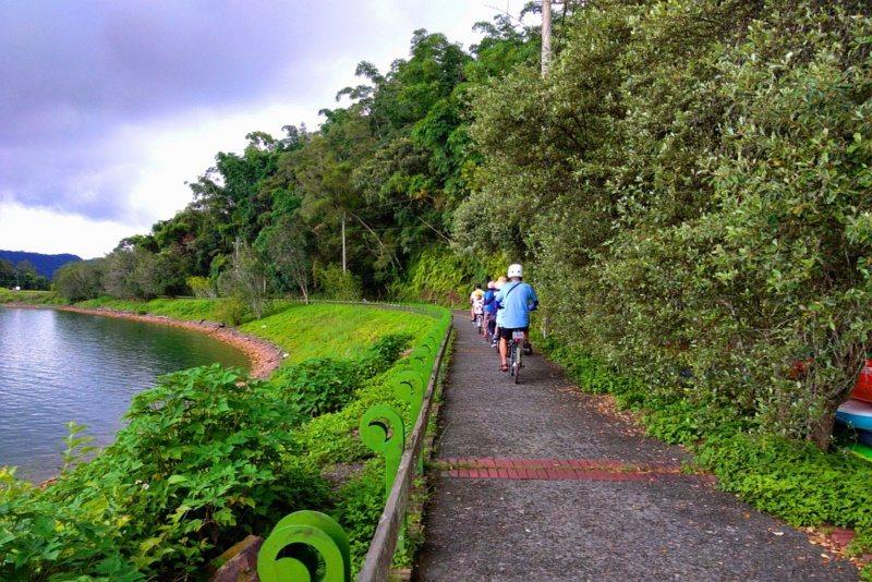 將汽車與自行車分離,使日月潭自行車道具備更安全的騎乘享受,全家出遊也能較放心。 ...
