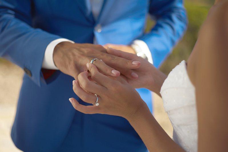 因老公已排好工作,所以希望原PO能獨自南下高雄參加老公親戚的婚禮。結婚示意圖,與本事件無關。 示意圖/Ingimage