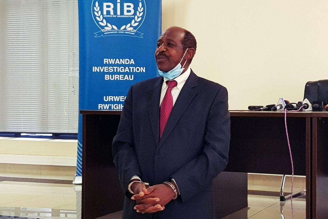 魯塞薩巴奇納離開盧安達、因電影聲名大噪後,對於卡加梅政府的批評力道也逐漸加強。不...