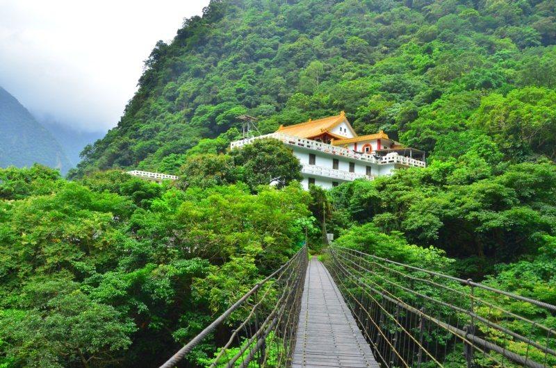 禪光寺旁、長春祠步道的吊橋,也值得一遊。 圖/林茂耀提供