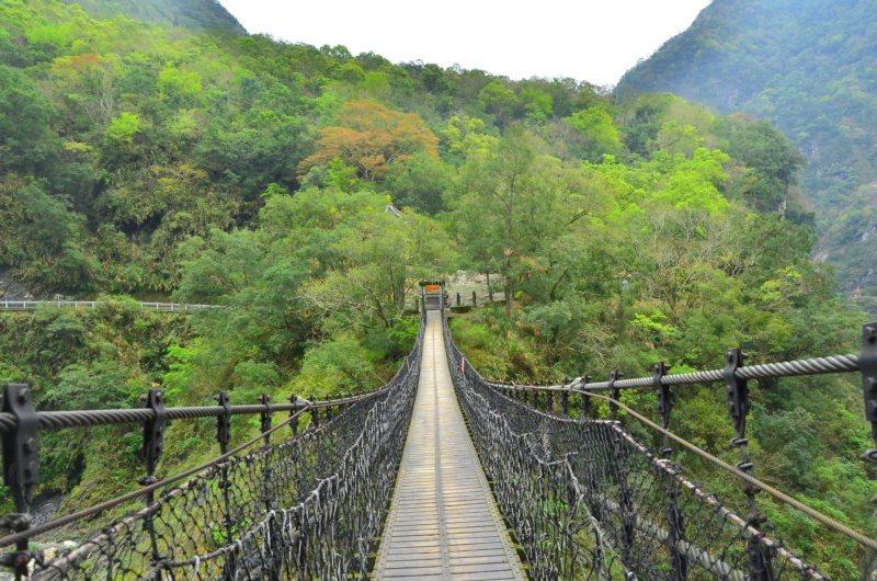 太魯閣國家公園內的岳王亭吊橋。 圖/林茂耀提供