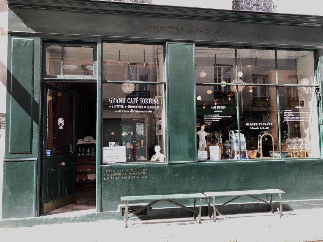 Buly在瑪黑區有另外一家店鋪,還包括了咖啡館、紙張與禮物包裝設計,完整展現其概...
