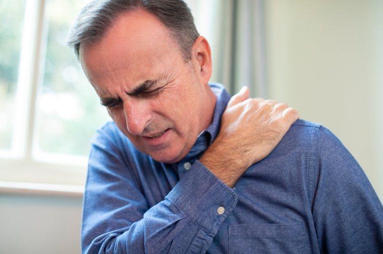 肩周炎又稱肩關節周圍炎,俗稱凝肩、五十肩。圖/ingimage