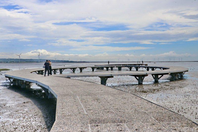 250公尺的心型石滬賞蟹步道。 圖/陳威任 攝影
