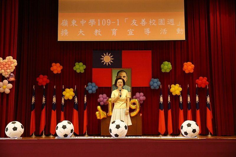 嶺東中學校長楊寶琴表示,將為學生建構健康、和諧、友善的校園風氣。 嶺東中學/提供