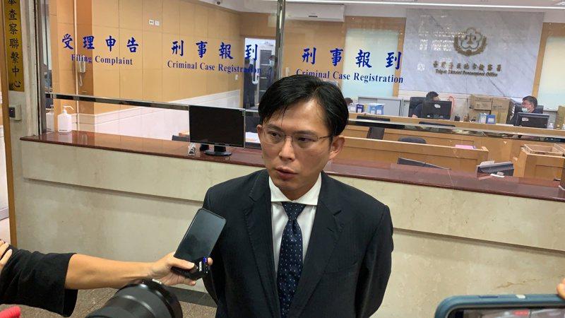 黃國昌擔任「館長」陳之漢的告訴代理人。 記者賴佩璇/攝影