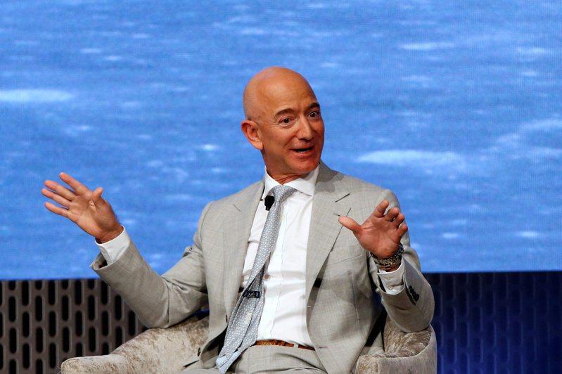 根據彭博億萬富豪指數,貝佐斯身價在3日縮水90億美元,損失最慘重。路透