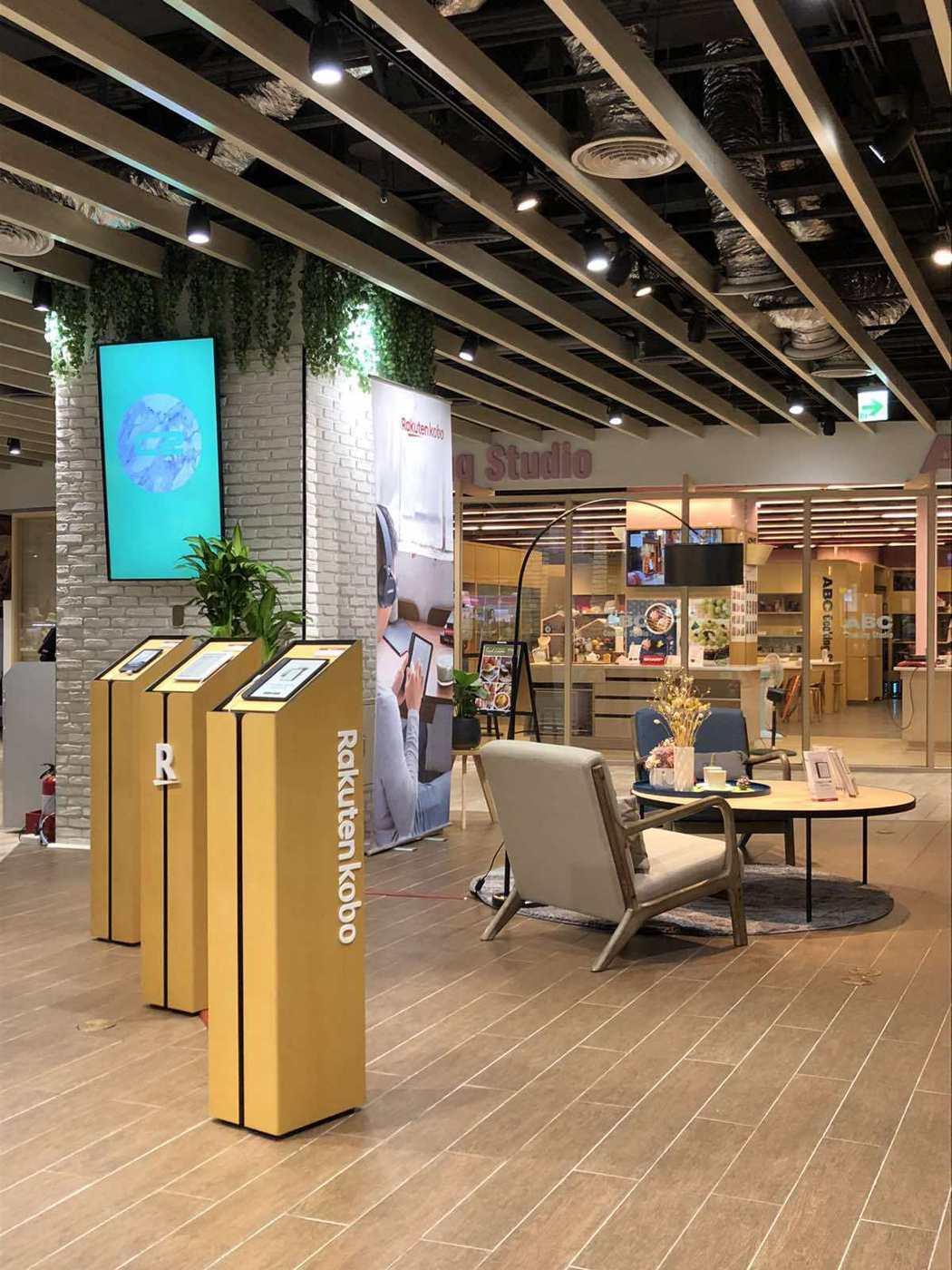 樂天Kobo下半年積極拓展閱讀器體驗店,9月在環球購物中心板橋車站二樓的快閃店,...