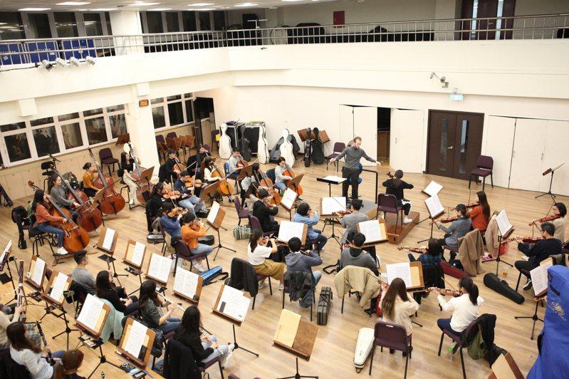 TSO青年管弦樂團去年10月赴中交流,圖為排練照。圖/北市文化局提供