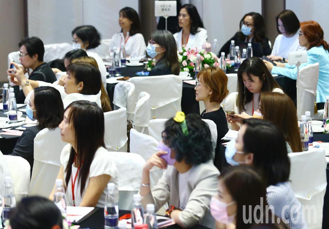 台灣女董事協會(WOB.tw),今天上午在台北遠東飯店舉辦第二屆「剛柔並濟大未來...