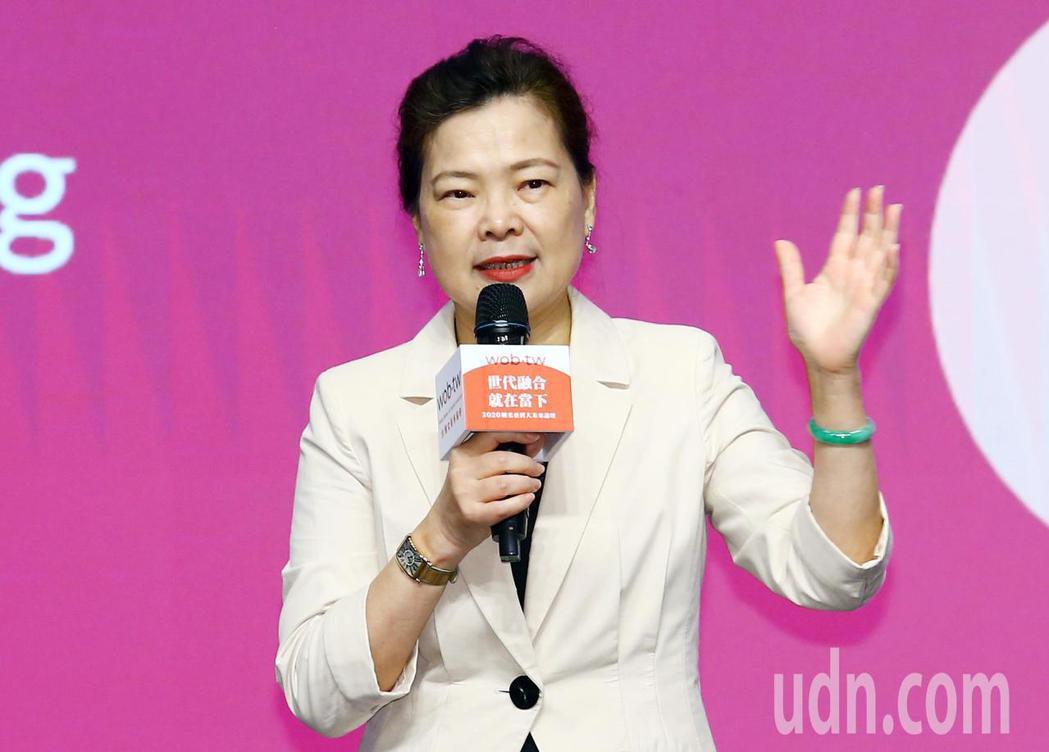 經濟部長王美花上午出席第二屆「剛柔並濟大未來」論壇,與大家分享女力的崛起。記者杜...